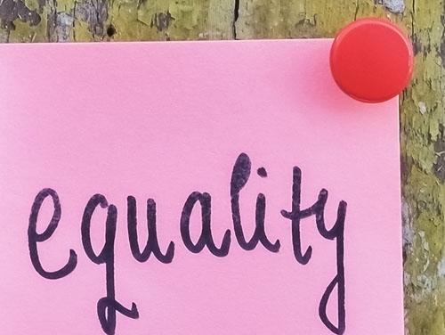 """Symbolbild: Post-it-Zettel mit der Aufschrift """"equality"""""""